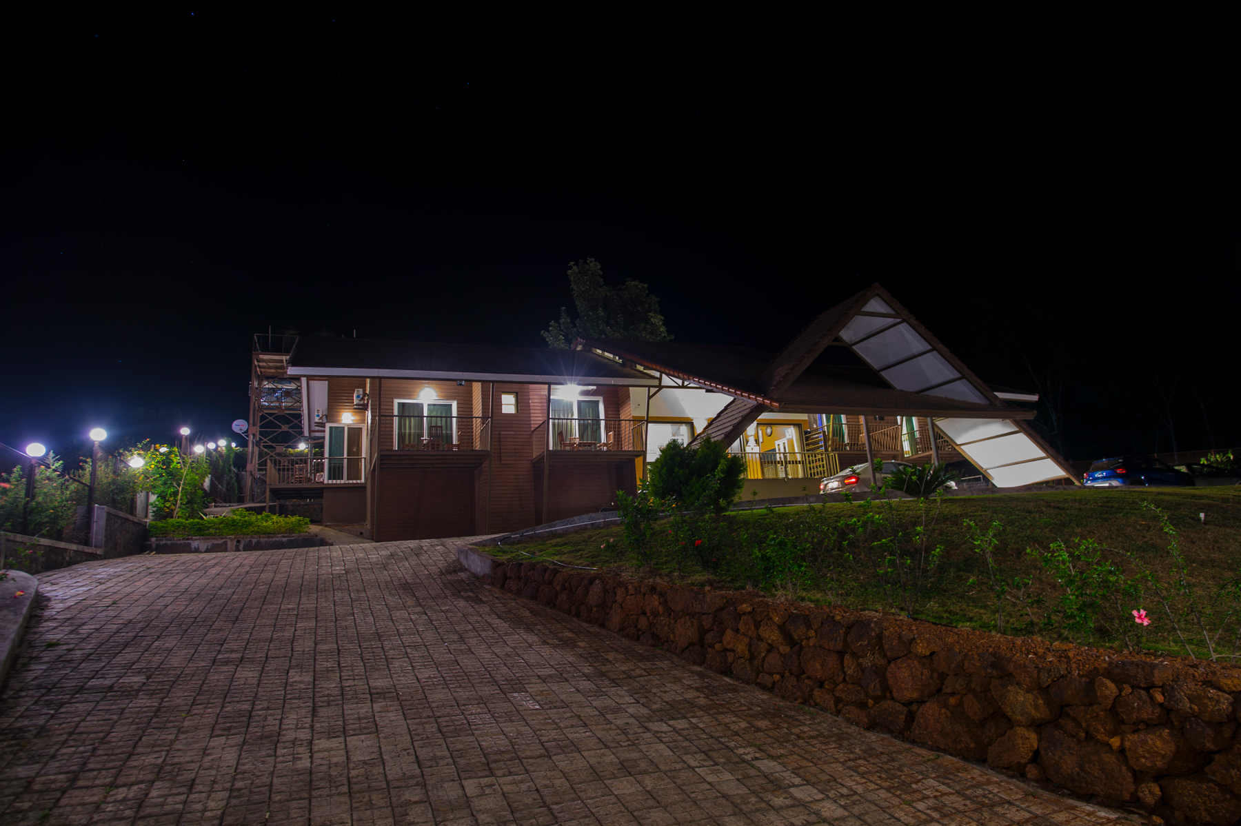 One of the best places to Stay in Panchgani – Dala Rooster & Dala Mare. If you are looking for the best Panchgani bungalow resort, you have come to the right place. The Stay in Panchgani will give you the best lifetime experience. Stay in Panchgani is definitely one of the best option for nature lovers. Are you looking the for Best Hotels in Panchgani? Our bungalows are no less than hotels. Panchgani farmhouse, Panchgani Accommodation is one of the best hotels in Panchgani. Welcome to resorts in Panchgani for a supreme stay for family and friends. Dala mare & Dala Rooster are the best Panchgani cottages if you are looking for an amazing destination. Come and experience your holidays in Panchgani bungalow resorts. Plan a weekend at resorts in Panchgani with family and friends with all the luxuries at one place. Panchgani farmhouse on rent with all modern amenities is available. Look at these best places to stay in Panchgani.